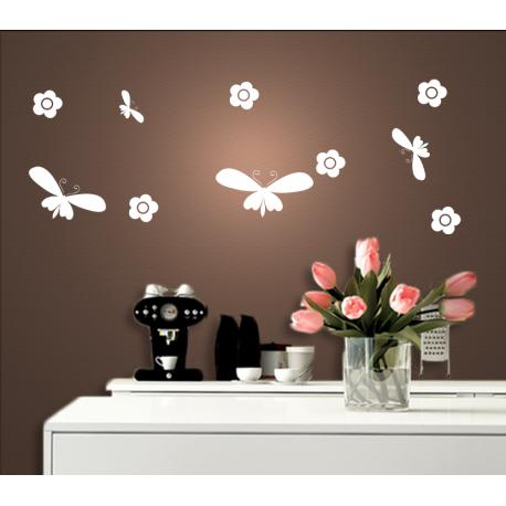 Wandtattoo Schmetterlinge und Blumen in der Natur
