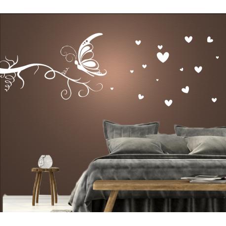 Wandtattoo Schmetterling fliegt zum Ast umgeben von herzen und warmer Liebe