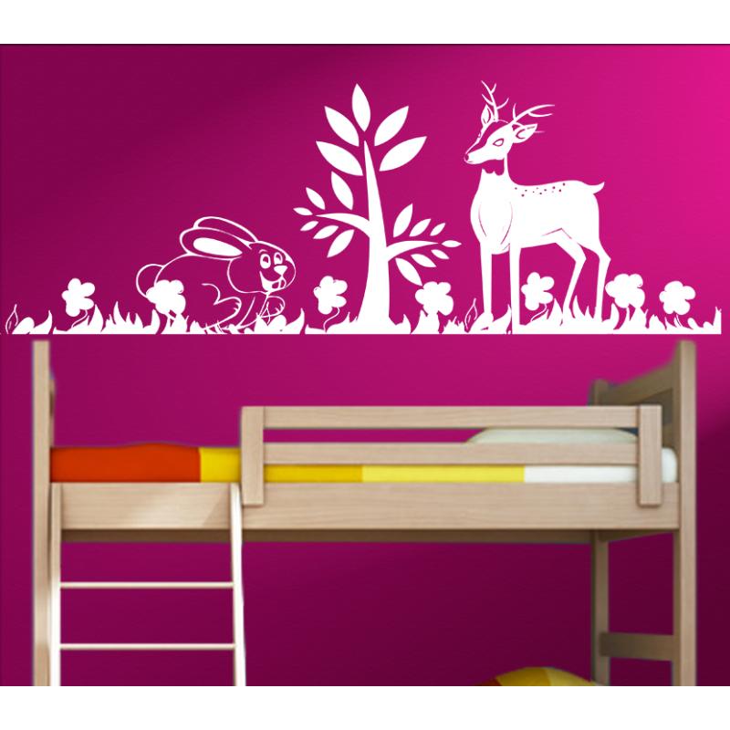 Kinderzimmer Hase und Rehkitz spielen im Wald